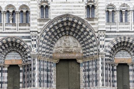 サン・ロレンツォ大聖堂正面入り口の素材 [FYI01080277]