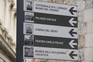 ジェノヴァの街の案内板の素材 [FYI01080321]