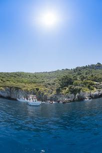 カプリ島青の洞窟入り口付近の風景の素材 [FYI01080632]