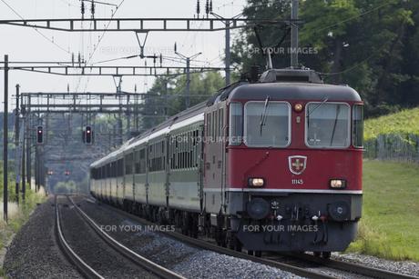スイス国鉄 ブリグ行き急行列車の素材 [FYI01082216]