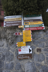 スイス レザン 案内標識の素材 [FYI01082496]