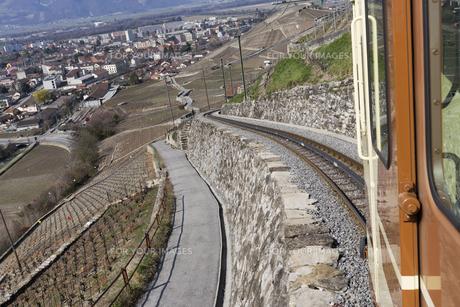 スイス エイグル付近の登山列車の素材 [FYI01082600]