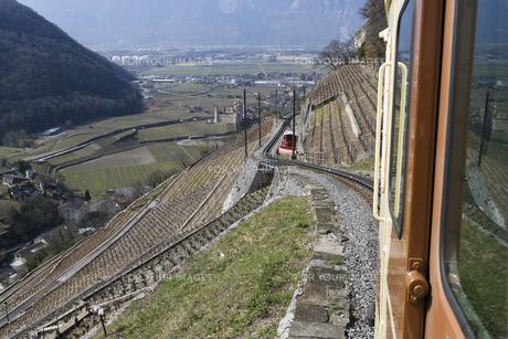 スイス エイグル付近の登山列車の素材 [FYI01082616]