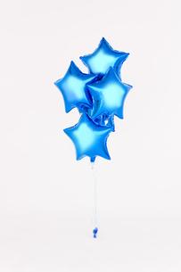 青い星型の風船の素材 [FYI01087779]