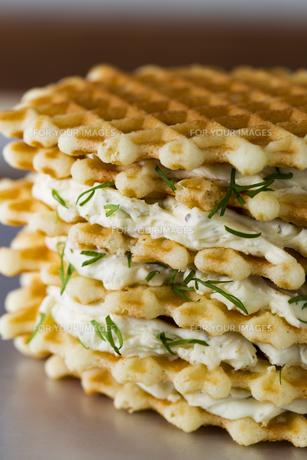 クリームチーズをはさんだバターワッフルの素材 [FYI01087829]