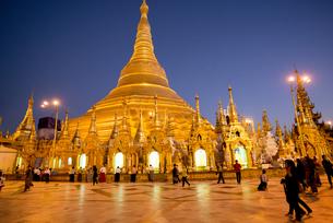 ヤンゴンのシュエダゴォン・パヤー夜景の素材 [FYI01089855]