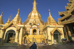 ヤンゴンのスーレー・パヤー境内の素材 [FYI01089899]