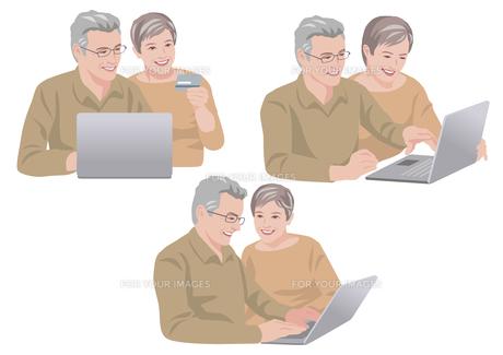 ネットで買い物をするシニアの夫婦の素材 [FYI01106715]