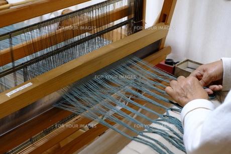 機織り作業の素材 [FYI01108966]