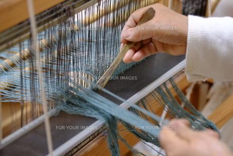 機織り作業の素材 [FYI01109043]