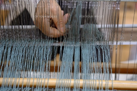 機織り作業の素材 [FYI01109098]