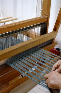 機織り作業の素材 [FYI01109104]