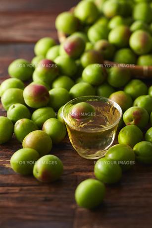 梅酒と梅の素材 [FYI01109605]