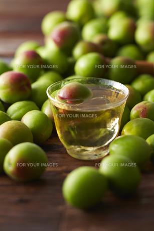 梅酒と梅の素材 [FYI01109673]