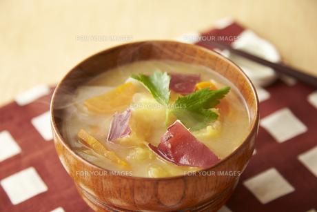 サツマイモの味噌汁の素材 [FYI01109862]