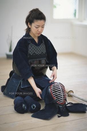 剣道着を着た女性の素材 [FYI01119866]
