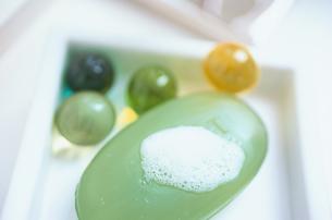 泡ののったグリーンのソープの素材 [FYI01120060]