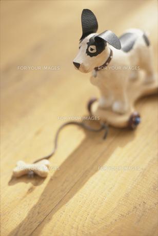 犬の置物の素材 [FYI01120397]