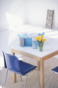 ランドリーの白テーブルと小物の素材 [FYI01120476]