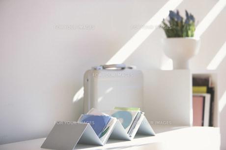 陽の射し込む棚の素材 [FYI01122373]