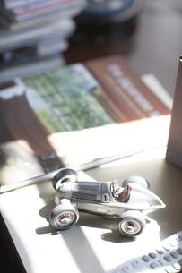 車の置物の素材 [FYI01126355]