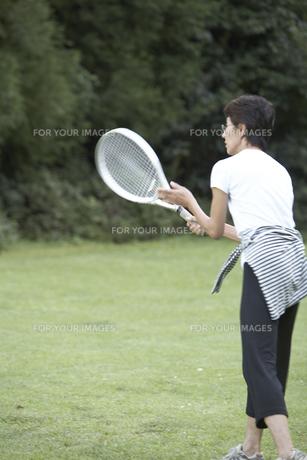 テニスをする女性の素材 [FYI01126642]