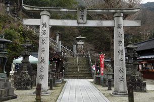 3月春 有田焼の陶器神社の素材 [FYI01129728]