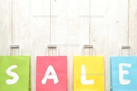 パステルカラーのショッピングバッグ セール文字入りの写真素材 [FYI01132118]