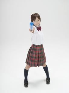 バットを上に掲げる日本人女子高生の素材 [FYI01139136]