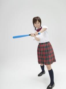 バットを振る日本人女子高生の素材 [FYI01139146]