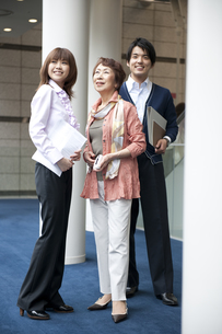 女性上司と部下の素材 [FYI01143343]