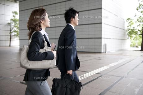 ビジネスマンとOLの素材 [FYI01143361]