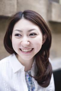 笑顔の女性の素材 [FYI01143498]