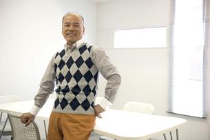 笑顔のシニア男性ビジネスマンの素材 [FYI01143506]