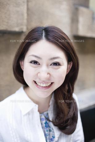 笑顔の女性の素材 [FYI01143929]