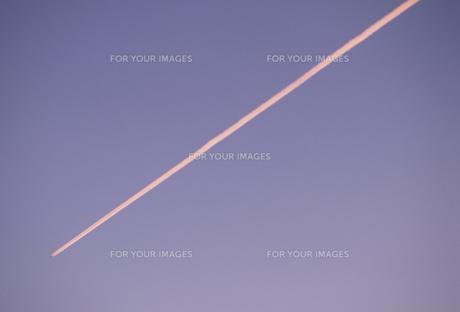 飛行機雲の素材 [FYI01143955]