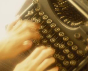タイプライターと手の素材 [FYI01144019]