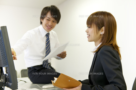 オフィスのビジネスマンとOLの素材 [FYI01144174]