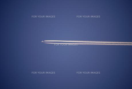 飛行機雲の素材 [FYI01144208]