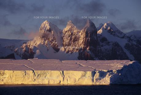 氷山の素材 [FYI01144919]