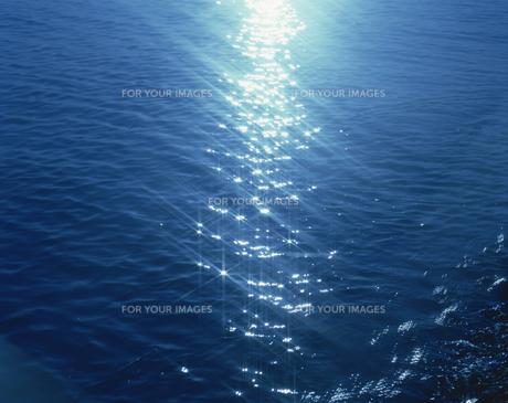 光る海面の素材 [FYI01145392]