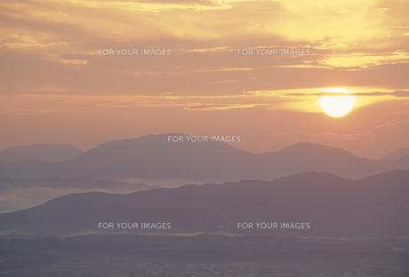 朝日と山の素材 [FYI01145550]