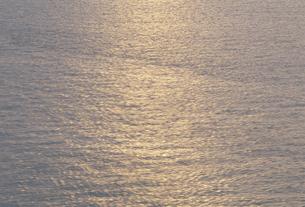夕日に光る海面の素材 [FYI01145585]