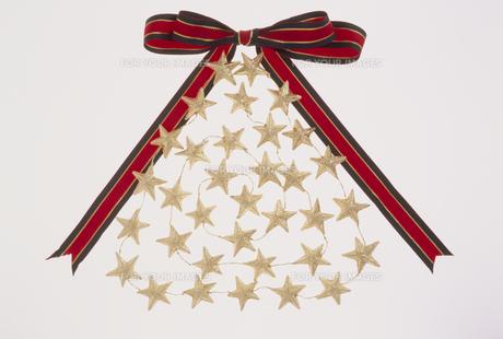 星で出来たクリスマスツリーの素材 [FYI01145666]