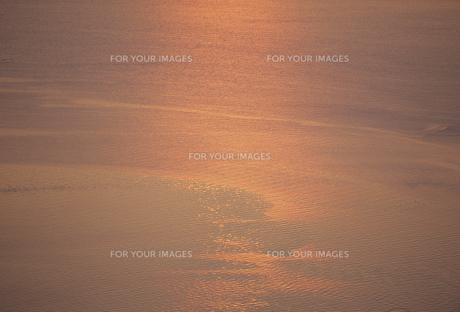 夕日に光る海面の素材 [FYI01145694]