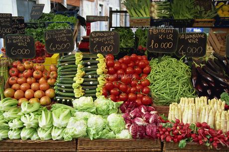 朝市の野菜の素材 [FYI01145719]