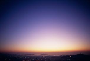 眼下の街と夕焼けの素材 [FYI01145999]