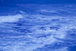 海の波の素材 [FYI01146079]