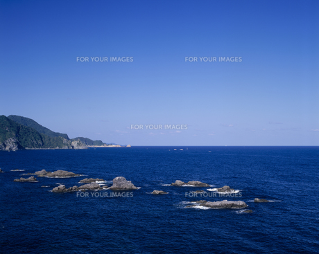 海と岩と空の素材 [FYI01146132]