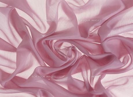 ピンクの布のしわの素材 [FYI01146170]
